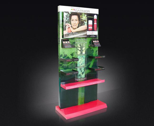 Kartonowy stand z półkami do ekspozycji produktów, wysokość 1700 m.